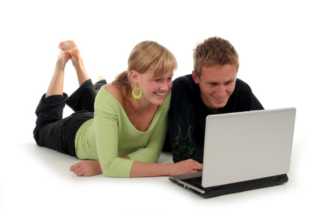 Couple doing Fast Track to Pregnancy Program on laptop