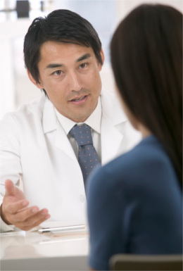 Doctor talking to woman with endometriosis